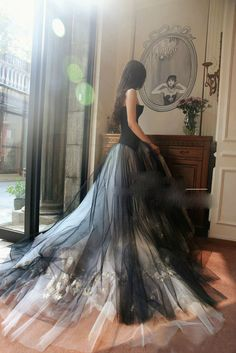 Details about Gothic Sexy Sweetheart Mermaid Wedding Dress White and Black Bridal Gown Custom New custom white / ivory and black wedding dress wedding gown tulle plus + Black Wedding Gowns, Wedding Dresses With Flowers, Gothic Wedding, Bridal Dresses, Wedding Veil, Black White Wedding Dress, Black Weddings, Medieval Wedding, Geek Wedding