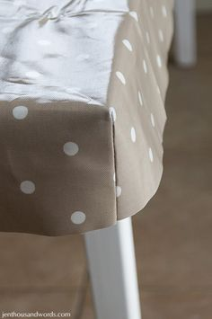 a thousand words: Table makeover and DIY fitted tablecloth tutorial