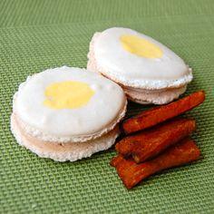 bacon and egg macarons
