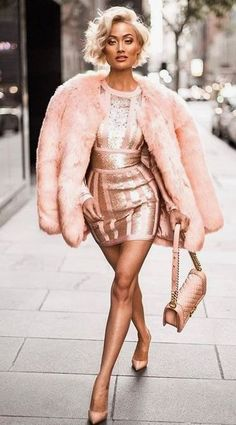 56b21097b1 40 Outfits Ideas For This Winter Holidays   #<3;   Fashion, Pink fur ...