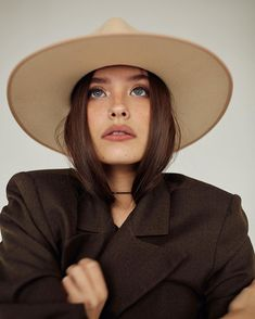 Ideas for eye photography portraits faces Eye Photography, Editorial Photography, Fashion Photography Inspiration, Style Inspiration, Foto Fashion, Girl With Hat, Gentleman Style, Madame, Glamour