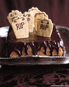 Graveyard Cake Recipe Halloween Menu, Halloween Cakes, Halloween Graveyard, Halloween Goodies, Halloween Sweets, Halloween Comida, Halloween Ideas, Creepy Halloween, Holidays Halloween