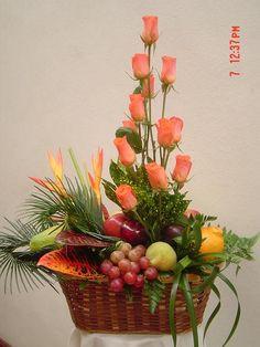 Tipo de Cambio: $1.00 = Q7.50 Church Flower Arrangements, Fall Arrangements, Church Flowers, Beautiful Flower Arrangements, Beautiful Flowers, Fruit Hampers, Vegetable Bouquet, Basket Decoration, Ikebana