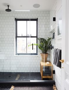 Teen Boy Bathroom, Teenage Bathroom Ideas, Teenage Girl Bathrooms, Modern Platform Bed, Home Interior, Interior Design, Bathroom Inspiration, Modern Bedroom, Decoration