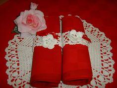 Sei portatovaglioli realizzati a mano all'uncinetto rifiniti da due rose d'Irlanda. Decorazione tavola, apparecchiatura romantica : Cucina e servizi da tavola di i-pizzi-di-anto