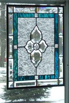 Love the flower in the middle en the beveled glass.