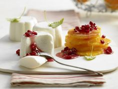 White Chocolate-Yogurt Mousse with Oranges and Pomegranate Seeds | Eat Smarter