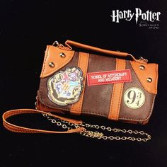 Special Use: Costumes Gender: Women Source Type: Movie & TV Brand Name: Liva girl Model Number: WLJ-001 Characters: Harry potter Components: Wallet Package Material: PU Style : Harry Potter Cosplay Co