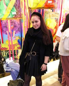 ROXANE - Style : A fashion week look in all-black featuring a black cashmere shawl, a black pleated leather skirt and a Night&Day bag by De Marquet. Cashmere Shawl, Day Bag, Day For Night, All Black, Chloe, Leather Skirt, That Look, Skirts, Dresses