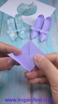 paper craft of heels paper craft of heels Paper Flowers Craft, Paper Crafts Origami, Paper Crafts For Kids, Diy Paper, Paper Art, Origami Flowers, Fabric Crafts, Diy Crafts Hacks, Diy Crafts For Gifts