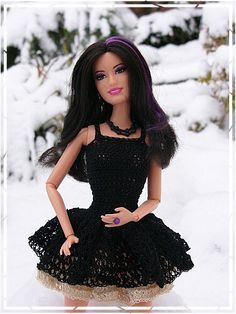 Barbie Crochet: Black Ice-Skating Dress, Free pattern by Carolyn Manning Crochet Doll Dress, Crochet Barbie Clothes, Doll Clothes Barbie, Knitted Dolls, Barbie Doll, Crochet Outfits, Barbie Wedding Dress, Barbie Dress, Moda Barbie