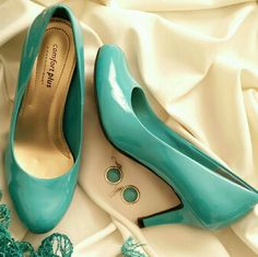 Comfort Plus Predictions turquoise high heels sz 6 Comfort plus by predictions size 6 turquoise pump. These are an aqua blue turquoise color (vs really green turquoise). Photos are difficult to get the exact color. Shiny faux patent leather look. All man made materials. 3 inch heels . These shoes are in excellent pre-owned condition and seldom worn, see close up photos of shoes. Predictions Shoes Heels