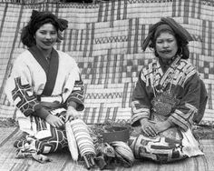 Ainu women displaying weaving tools, Festival of the Ainus, Japan, Photo by Bashford Dean. Ainu People, Weaving Tools, Rivage, East Africa, History Museum, Hairy Men, Historical Clothing, Vintage Japanese, People Around The World