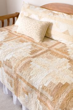 Spotlight On Neutrals: Quilts And More For Any D cor: Pat Wys: 9781604680508: Books - Amazon.ca