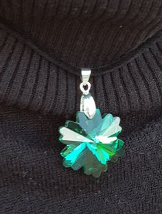 Faceted Green Snowflake Necklace and Earrings by ValeriesVanityMirror on Etsy