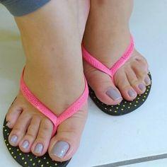 "79 Me gusta, 4 comentarios - @imtroyy_ en Instagram: ""#footfetish #sexyfeet #sexyhighheels #sexymules #sexyslidesshoes #sexyarches #sexylegs…"""