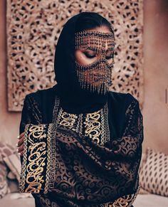 Considering that women have to cover their face and their hair, they do so, but in a stylish way. With this woman wearing a decorated mask with beads, she is still fashionable. Niqab, Arabian Women, Tribal Face, Arab Fashion, Ski Fashion, Egyptian Fashion, British Fashion, Muslim Fashion, Face Jewellery