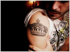 101 Crown Tattoo Designs Fit for Royalty Tatuajes Tattoos, Bild Tattoos, Arm Tattoos, Finger Tattoos, Body Art Tattoos, Crown Tattoos, Element Tattoo, Places For Tattoos, Tattoos For Guys
