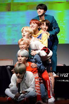 BTS, Nu'est, Seventeen, K.A.R.D., Triple H, BlackPink, Blanc7, BigBang, Super Junior, Astro...