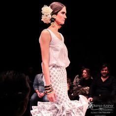 Pedro Béjar nos maravilla con #OMNIUM donde #BlancoAzahar ha tenido el placer de colaborar con sus #Floresdeflamenca . Simof 2018 - Salón Internacional de Moda Flamenca 2018 en Fibes Sevilla. Colección que toma el nombre originario de la localidad natal del diseñador, #Hinojos. #PedroBéjar #moda #fashion #ModaFlamenca #Sevilla #TrajesdeFlamenca #Simof #photography by @LolaMontiel Lace Skirt, Sequin Skirt, Sequins, Skirts, Fashion, Xmas, Flamingo, Moda, Skirt