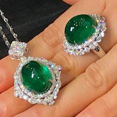 Use a Jewelry Armoire To Store Your Precious Jewelry Pieces Emerald Jewelry, Gemstone Jewelry, Diamond Jewelry, Silver Jewelry, Antique Jewelry, Vintage Jewelry, Handmade Jewelry, Jewelry Accessories, Jewelry Design