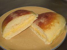BOLLO DE MANTEQUILLA. Bollo de mantequilla de Bilbao es un bollo suizo abierto por la mitad, relleno de mantequilla y decorado con azúcar por encima, que se podrá adquirir en cualquier pastelería o degustación de Bilbao.