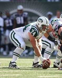 Best center in the NFL! New York Jets Football, Sport Football, Baseball Players, Football Helmets, Jet Fan, Nfl Photos, Football Conference, Ohio State University, American Football