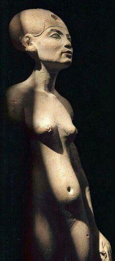 Queen Nefertiti,wife of Akhenaten discovered in the Thoetmose workshop in Amarna.