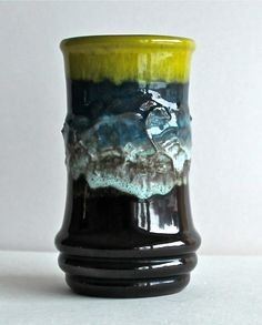 Manche finden's immer noch hässlich, für andere schon jetzt ein Klassiker, diese VEB Vase aus den 60ern. #ddrmuseum