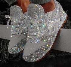 Looking for a pair of shoes for your wedding or event? Do you love glitter and shiny things? Then these hand glittered silver sneakers are for you. Leave a little sparkle whenever you go with these gorgeous sneakers. Sparkly Shoes, Bling Shoes, Glitter Shoes, Bling Converse, Glitter Art, Sparkles Glitter, Bling Bling, Cute Sneakers