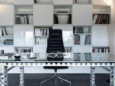 Home office decoração em preto e branco sóbrio