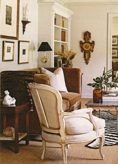 Browse stylish brown living room decor inspiration, furniture and accessories on Jbirdny. My Living Room, Home And Living, Living Room Decor, Living Spaces, Deco Rose, Design Salon, Interior Decorating, Interior Design, Decorating Ideas