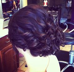 I love the hairstyle...