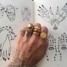 pin ⏤ ughlivia - Neue Mode Ringe - 2020 Fashions Woman's and Man's Trends 2020 Jewelry trends Piercings, Piercing Face, Mains Couple, Illustration Main, Jewelry Rings, Jewelry Accessories, Jewellery, Hand Jewelry, Cheap Jewelry