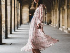 The Color Pink Is Still Trending, According to Street Style at Milan Fashion Week Fashion Images, Fashion Pictures, Fashion Models, Fashion Tips, Fashion Week Paris, City Fashion, Travel Fashion, Milan Fashion, Travel Style