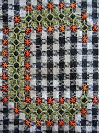 Un nouveau point en broderie suisse - Carton et chiffons Chain Stitch Embroidery, Sashiko Embroidery, Hand Embroidery Stitches, Modern Embroidery, Embroidery Patterns, Chicken Scratch Patterns, Chicken Scratch Embroidery, Needlepoint Stitches, Needlework