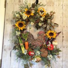Kitchen Wreath- Chicken Wreath- Farm Wreath- Summer Wreath- Door Decoration- Door Wreath- Garden Wreath- Indoor Wreath- Sunflower Wreath- Grapevine Wreath- Garden Wreath    Beautiful Kitchen Wreath speaks volumes to the love and care that takes place in the kitchen. Pure country charm! The chicken is of carved layered wood. She is surrounded by vegetables including, carrot, asparagus, eggplant, tomatoes, garlic, artichoke and bread. Hypericum berries, white asters and Sunflowers round it…