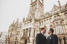 Arriving at the stunning Manchester Town Hall for the ceremony.