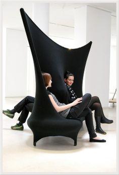 여러사람이 앉을 수있도록 디자인 (휴게실이나 쉼터에 있으면 좋을것같다)