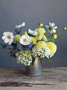 3. Easy DIY flower arrangement. (via Country Living)