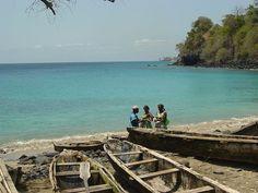 fishing canoes  Listen to São Tomé tunes: www.youtube.com/watch?v=RS15kc-zrcA