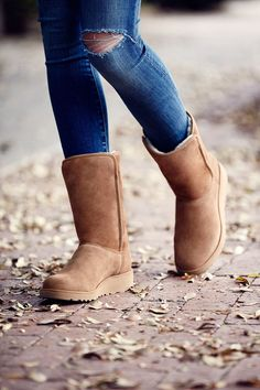 """How These """"Fugly"""" Shoes Are Making A Comeback #refinery29 http://www.refinery29.com/2015/11/97364/rachel-zoe-ugg-boots#slide-2 ..."""