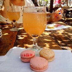 champagne cocktail + macarons Cocktail Waitress, Alcoholic Drinks, Cocktails, Champagne Cocktail, April Fools Day, Craft Party, Margarita, Macarons, Things To Come