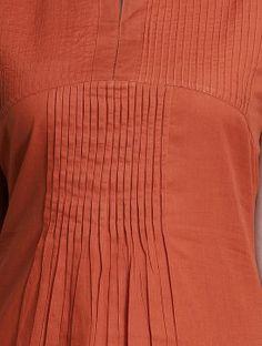 Rust Pleated Sleeveless Cotton Kurta by Jaypore Kurta Neck Design, Blouse Neck Designs, Long Kurta Designs, Mens Indian Wear, Native Wears, Sewing Shirts, Pleated Fabric, Patterned Dress, Smock Dress