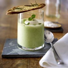 Kühles Erbsen-Minz-Süppchen Our favorite recipe for chilled pea-mint soup and more than more free recipes LECKER. Gourmet Cooking, Gourmet Recipes, Soup Recipes, Cooking Recipes, Free Recipes, Popular Appetizers, Soup Appetizers, Appetizer Recipes, Easter Recipes