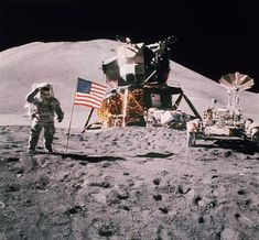 Neil Armstrong was commander of the Apollo 11 spacecraft and landed on the moon back on July Today, Astronaut Neil Armstrong died at the age of 82 Cosmos, Apollo 11 Moon Landing, Apollo Space Program, Apollo Missions, Nova Era, Neil Armstrong, Space Race, Man On The Moon, Space And Astronomy