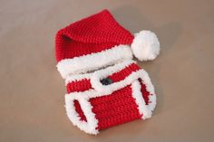 Repeat Crafter Me: Crochet Santa Hat and Diaper Cover link to free hat pattern Crochet Baby Clothes, Newborn Crochet, Crochet Baby Hats, Crochet For Kids, Crochet Diaper Covers, Crochet Baby Outfits, Repeat Crafter Me, Crochet Santa Hat, Bonnet Crochet