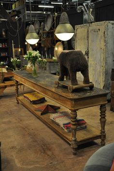 nice painted draper table c.1850 Espace Nord Ouest
