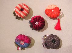 Obidome are small brooches worn threaded onto the obijime, making a charming decoration on the front of the obi. Fabric Flower Brooch, Fabric Flowers, Textile Jewelry, Fabric Jewelry, Felt Crafts, Diy And Crafts, Japanese Art Styles, Japanese Costume, Music Crafts