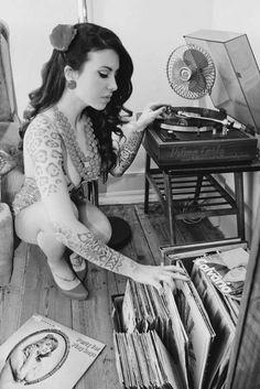 Pin Up Girl Flipping Through Vinyl Records - Get Out Your Turntable. Lps, Audio Vintage, Estilo Rock, Vinyl Junkies, Rockabilly Pin Up, Rockabilly Shoes, Rockabilly Wedding, Record Players, Vinyl Music